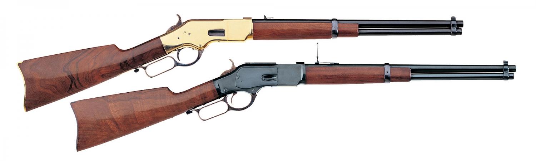 Due classiche carabine Uberti viste in centinaia di film western: un Winchester 1866 'Yellow Boy' e un Winchester 1873