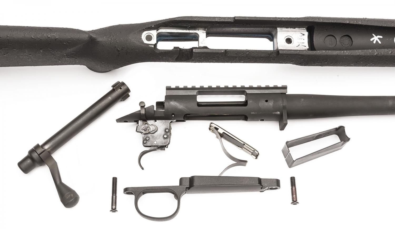 L'arma smontata: all'interno della calciatura H-S Precision si nota la struttura in alluminio che fa da ancoraggio all'azione dell'arma
