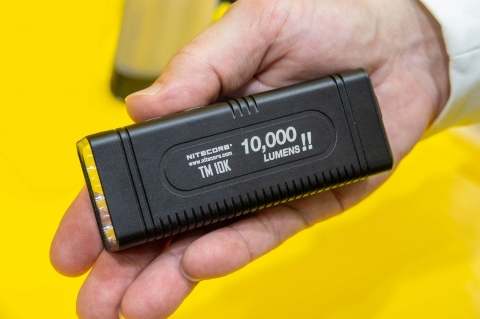 VIDEO: Nitecore TM10K 10.000 lumen flashlight