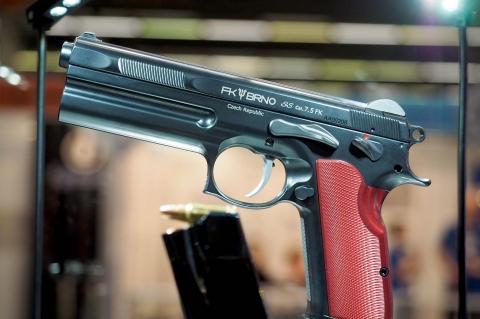 FK Brno lancia la pistola Short Slide ad IWA