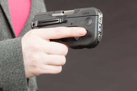 """Prima Armi distribuisce in Italia la pistola semi-automatica Taurus 180 CRV """"Curve"""", un'arma da difesa personale con qualcosa in più! (foto di Oleg Volk)"""