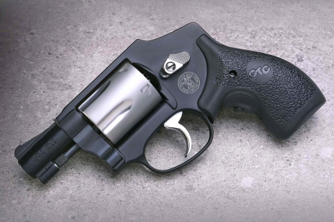 Revolver Smith & Wesson Performance Center Model 442 calibro .38 Special