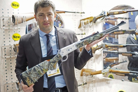 SHOT Show 2016 - Pedersoli has presented its new Lever Action 86-71 Stainless Steel Guide Master rifle, a rugged choice for exttreme hunting conditions