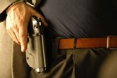 Legge: il porto d'armi è un diritto del cittadino, o una deroga al divieto di portare armi?