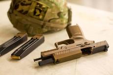 L'Esercito USA inizia la distribuzione delle pistole SIG Sauer M17/M18