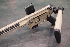 Il BCM-15 può sparare a calcio ripiegato, a differenza degli AR-15 standard